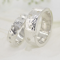 Diamonds and holes Sterling silver ring set