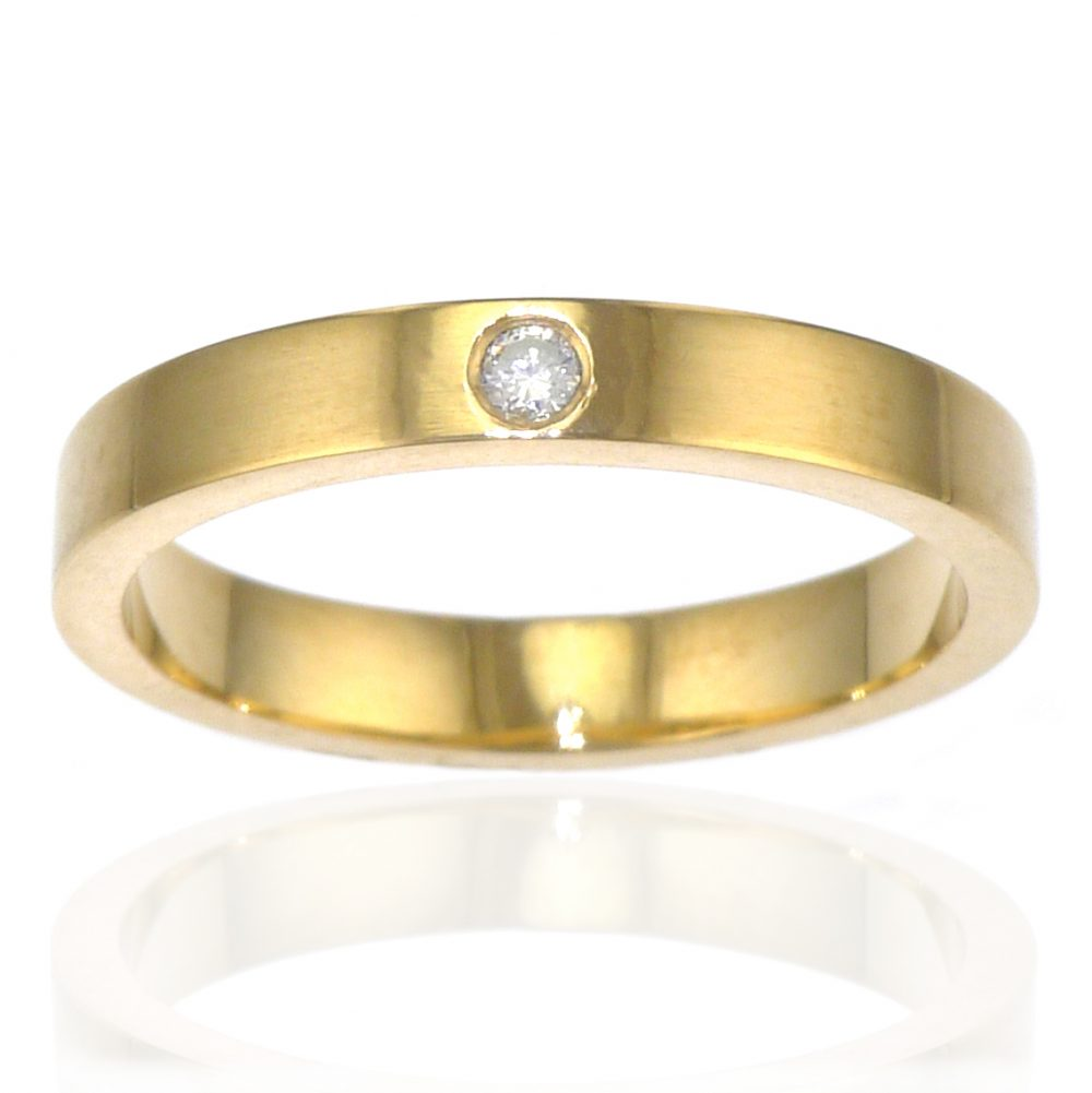 Diamond Wedding Ring in 18ct Gold