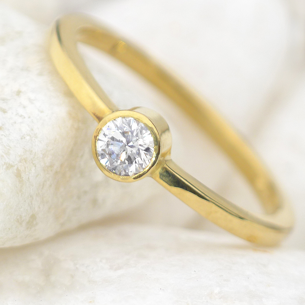Ethical Diamond Engagement Ring in 18ct yellow gold Lilia Nash