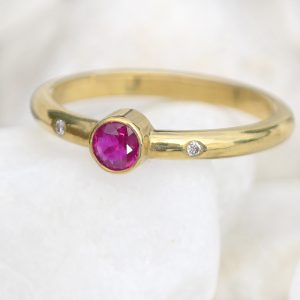 18ct gold ruby ring with diamonds