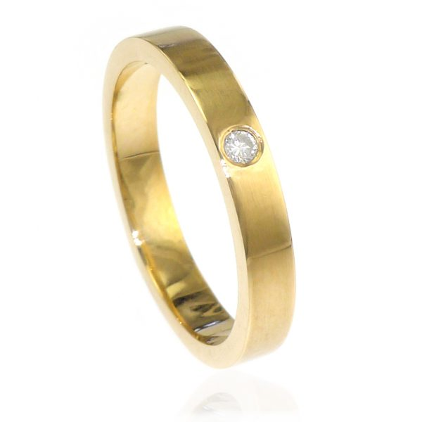 Diamond Wedding Ring in 18ct Gold - Size L-154