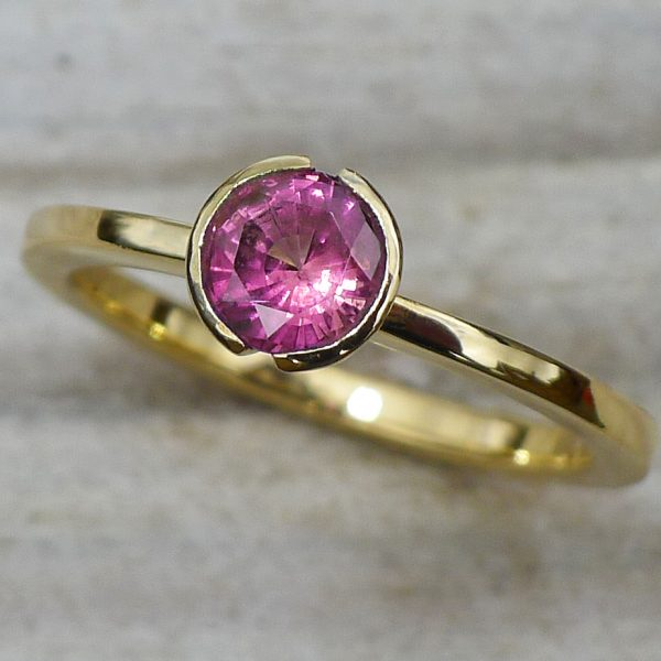 Mauve Sapphire Ring in 18ct Gold