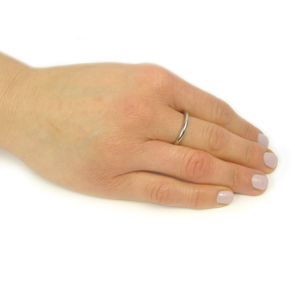 2.9mm halo wedding ring on the hand