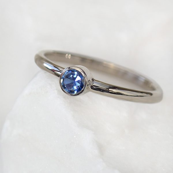 Fair trade blue sapphire ring in 18ct white gold
