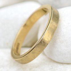 Urban Wedding Ring in 18ct Gold