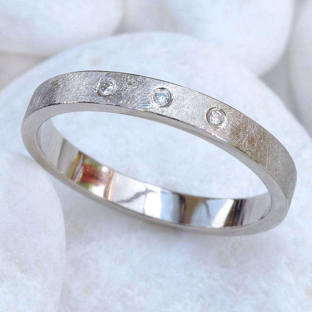 Urban Diamond Wedding Ring in 18ct White Gold