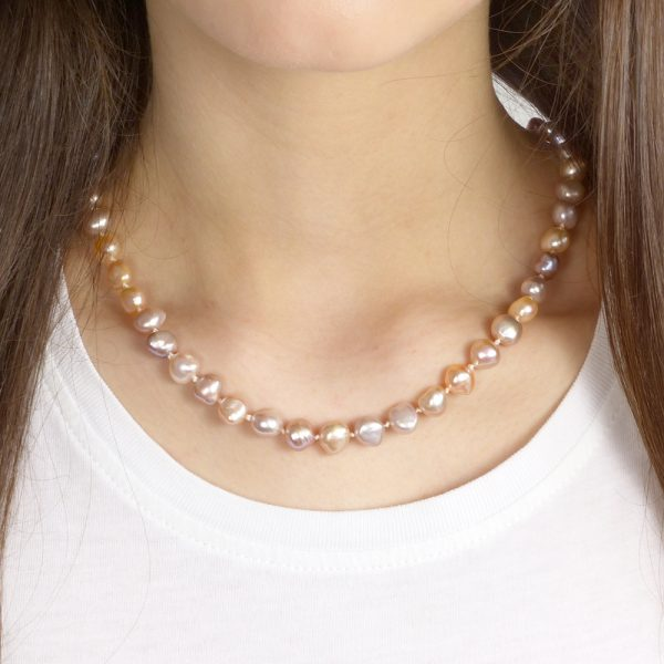 multi -colour pearl necklace