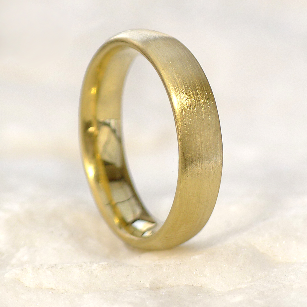 Men's Comfort-fit 18ct Gold Wedding Ring