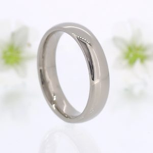 Men's Comfort-fit Wedding Ring in 18ct White Gold