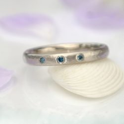 Blue Diamond Hammered Ring in 18ct Gold