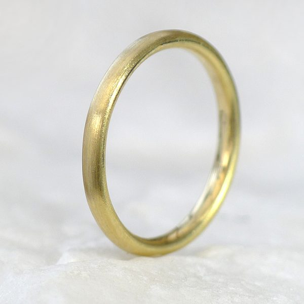 Comfort Fit Wedding Ring, Spun-silk Finish, in 18ct Yellow Gold