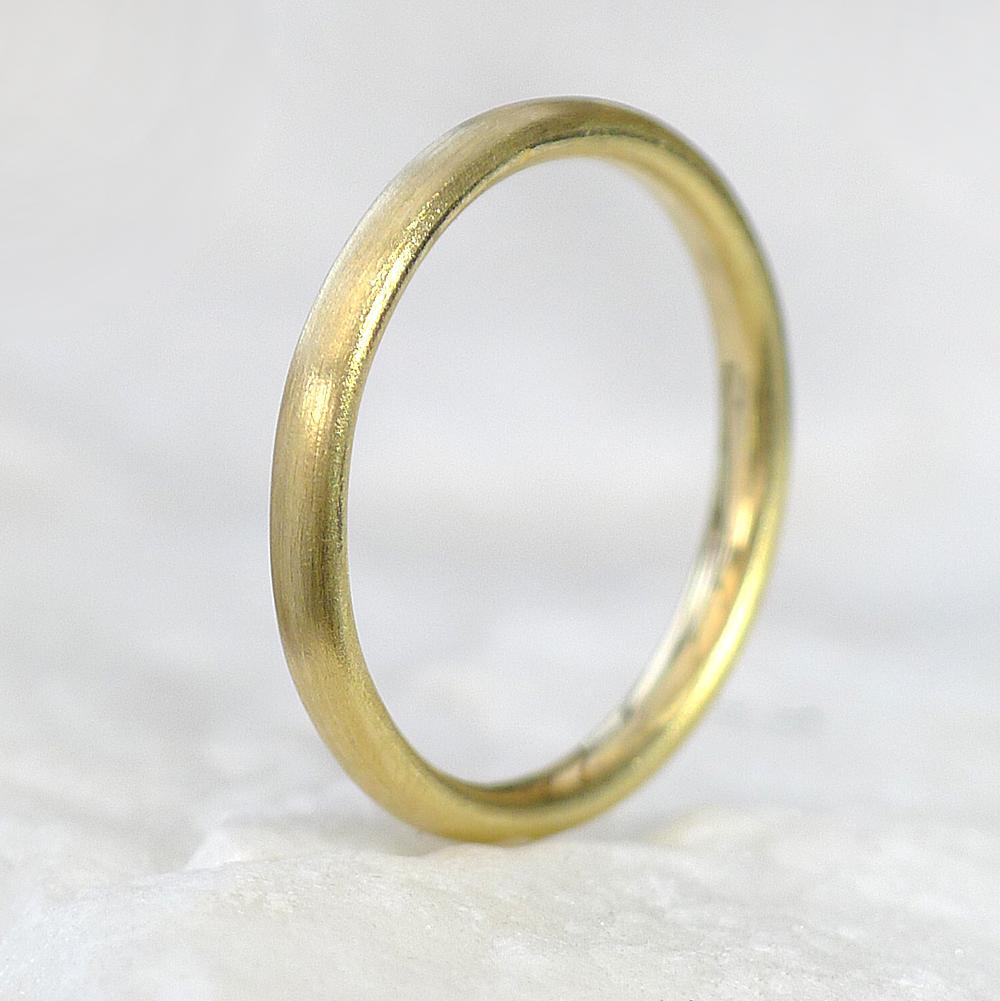 Comfort Fit Wedding Ring, Spun-silk Finish, in 18ct Yellow Gold