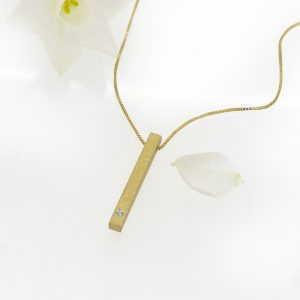 Diamond Bar Necklace in 18ct Gold