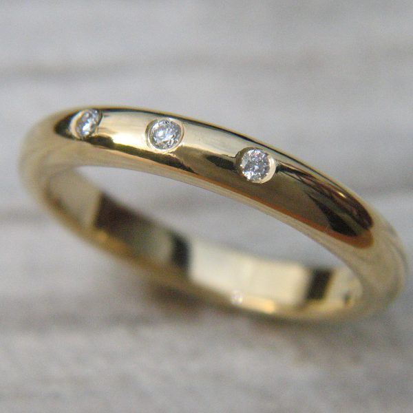 Triple diamond ring in 18ct yellow gold