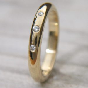 Triple diamond ring in 18ct yellow gold