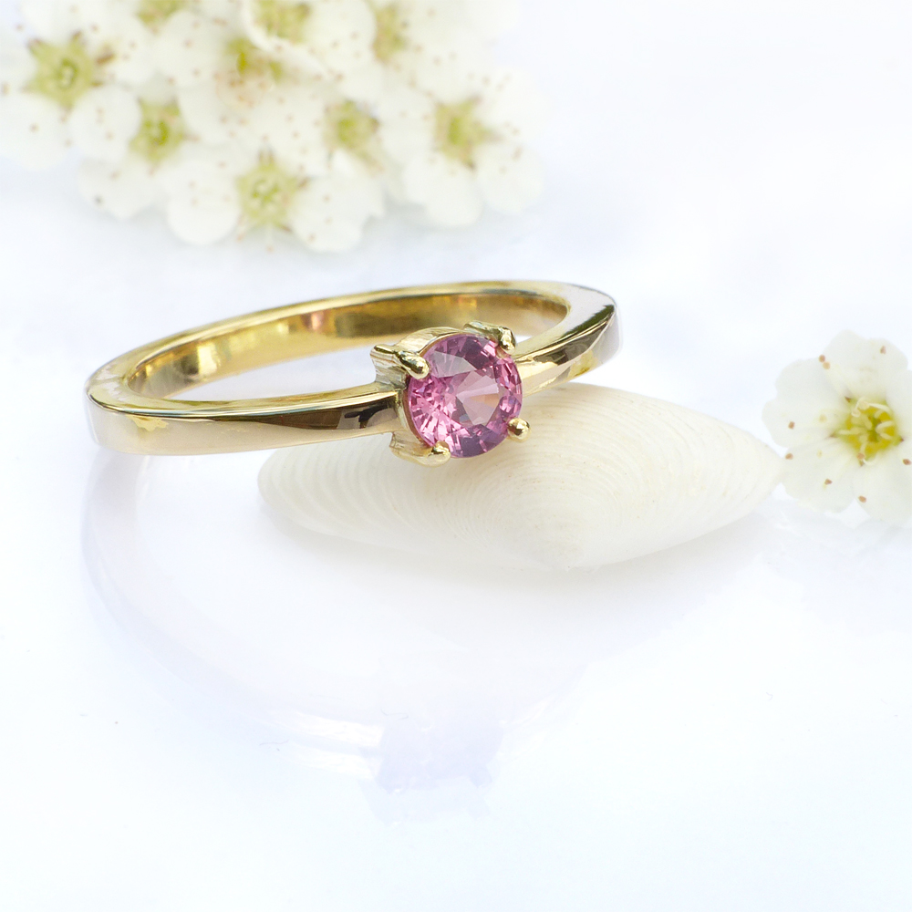 Pink Sapphire Solitaire Ring in 18ct yellow gold