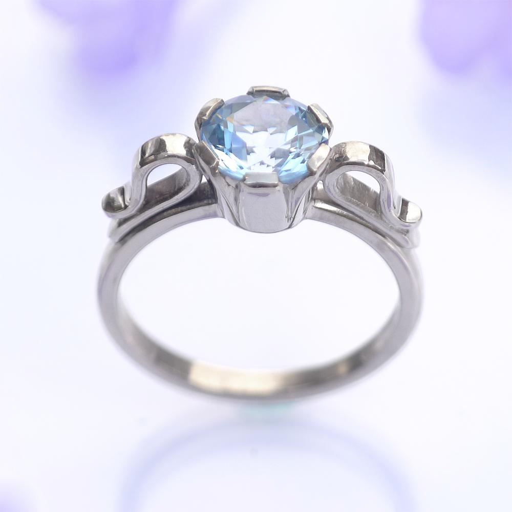 Aquamarine Scroll Ring in 18ct Gold