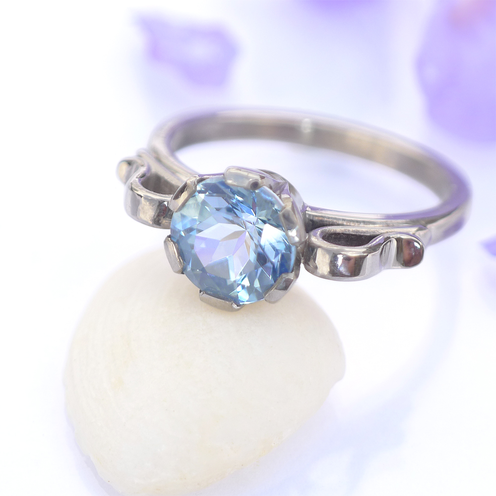 Aquamarine Scroll Ring in 18ct Gold