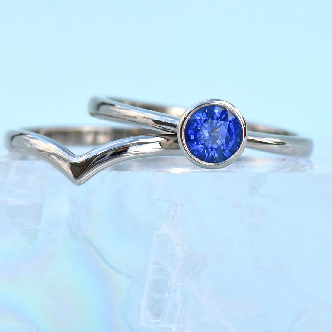 18ct white gold & blue sapphire stacking ring set