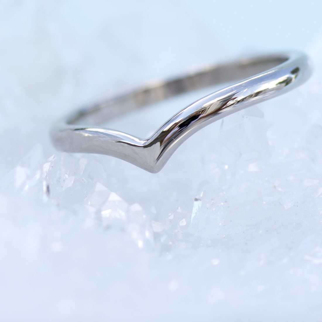 18ct white gold wishbone wedding ring