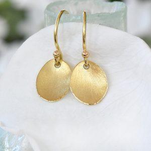 petal earrings in yellow gold