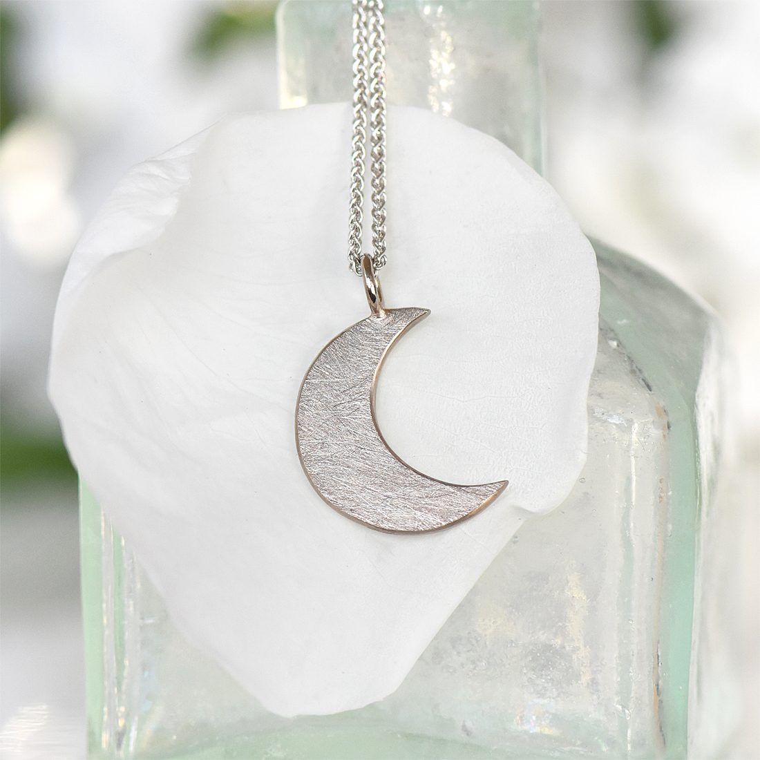 moon pendant in 18ct gold
