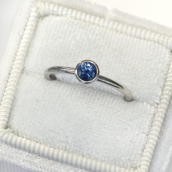blue sapphire platinum ring