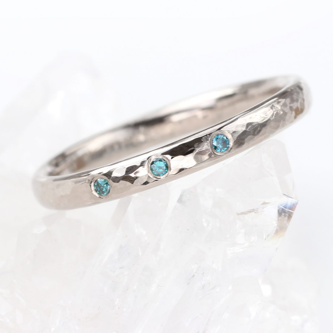 blue diamond hammered wedding ring
