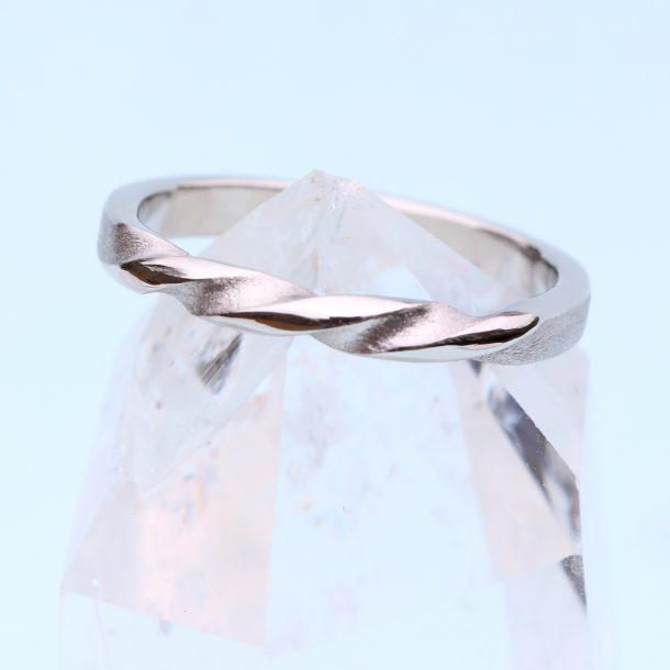 triple twist wedding ring