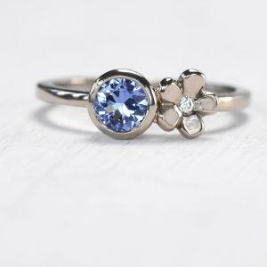 blue sapphire flower ring