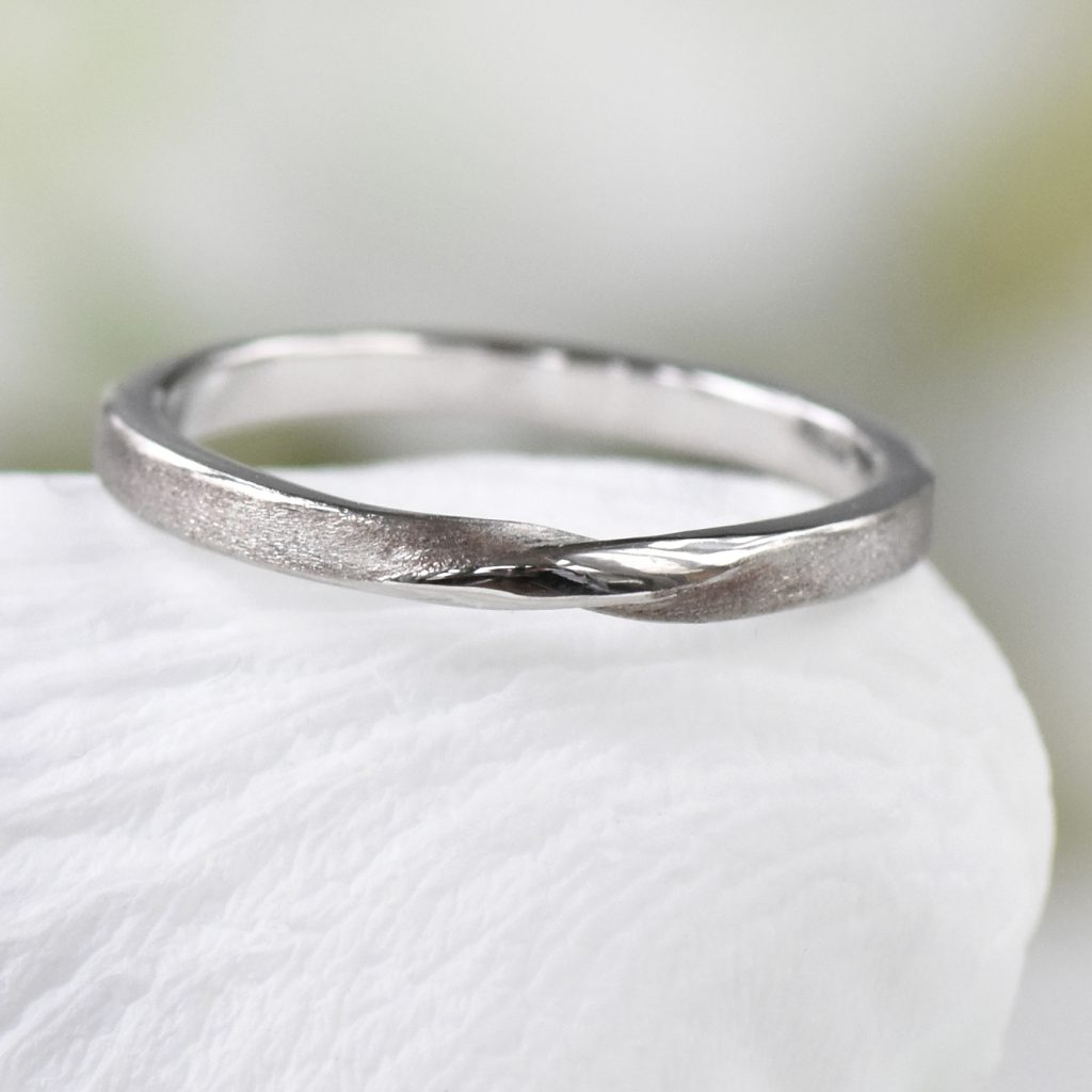 ribbon twist wedding ring