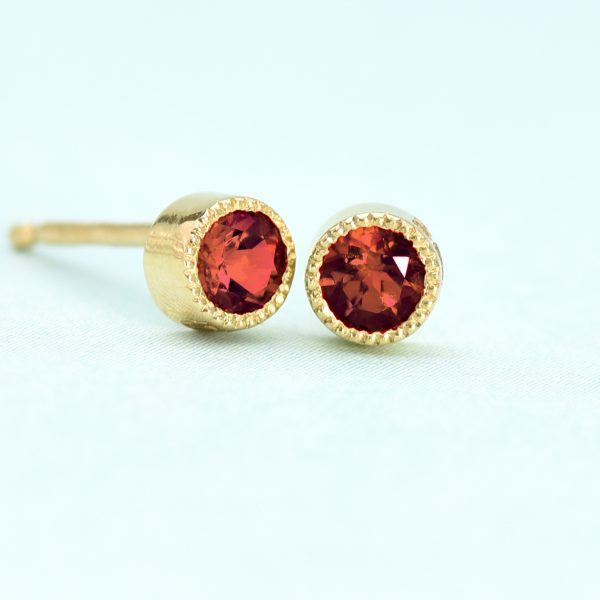 garnet stud earrings yellow gold
