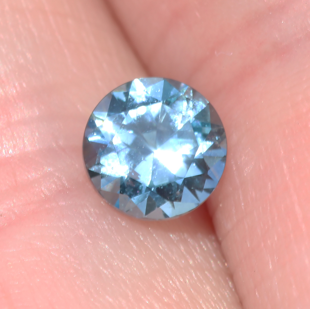 Montana blue sapphire, fair trade stone, 0.6 carats, 5mm
