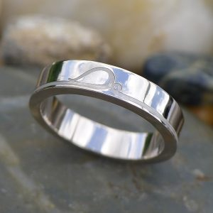 A bespoke platinum wedding ring with art nouveau engraved detail. Custom ring design at Lilia Nash.