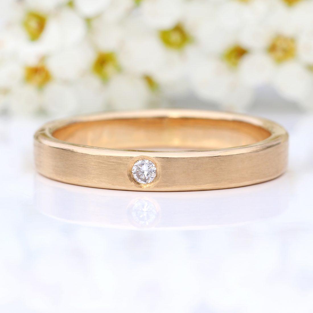 single diamond wedding ring