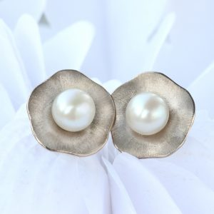 pearl flower earrings in 18ct white gold
